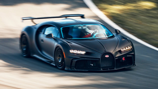 2021 Bugatti Chiron Pur Sport – Fast, Powerful and Spectacular – Test Drive on Track
